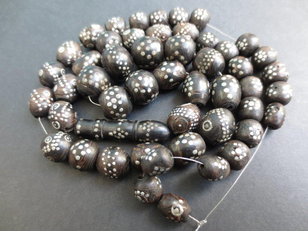 1_Yemen_black_coral_silver_prayer_beads_1b_2013-05.jpg (119.1 KB)