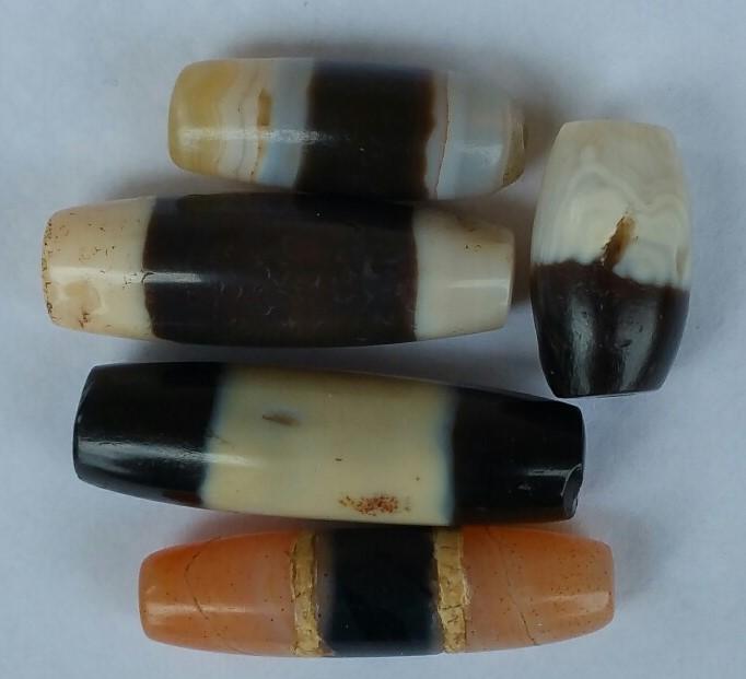 5_small_Indo_Tibetan_beads_1985.jpg (82.0 KB)