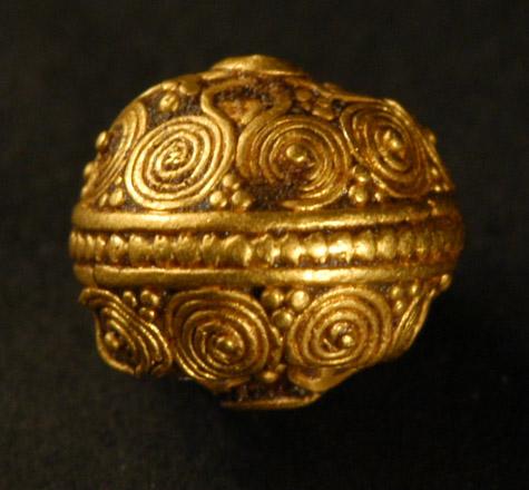 6_Late_Bronze_Age_1600-1200_BC._Spherical_gold_work_bead._Ur_7.60mm-8.25mm.jpg (101.6 KB)