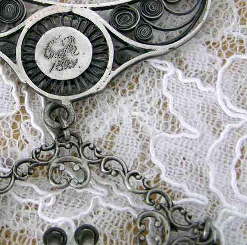 Isabelle_silver_artisan_close_up_GR_front._FOR_WEB_BEAD_FORUMjpg.jpg (29.6 KB)