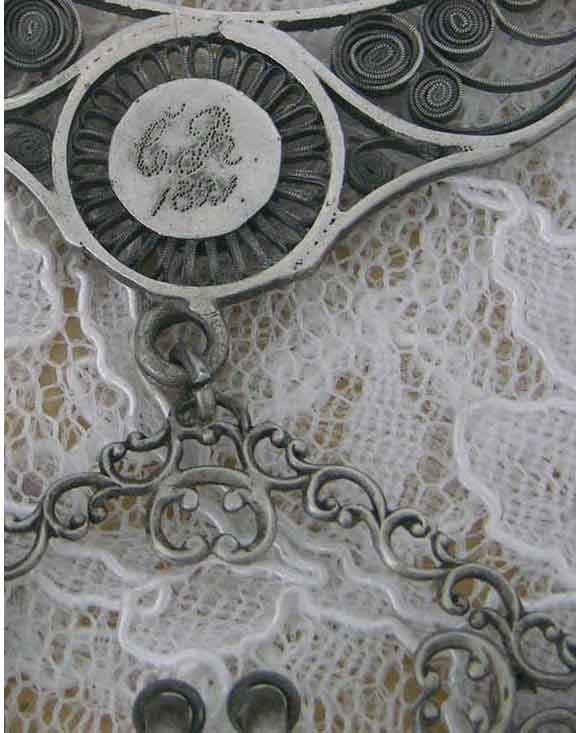Isabelle_silver_artisan_close_up_GR_w_DATE_back_FOR_BEAD_FORUM_WEBjpg.jpg (34.9 KB)