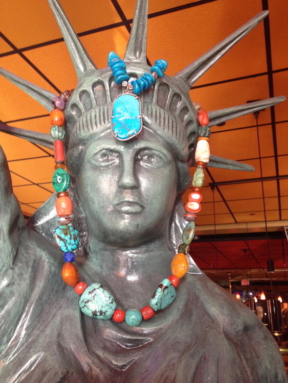 Lady_Liberty_w:_beads_on_4th!_copy.jpg (220.3 KB)