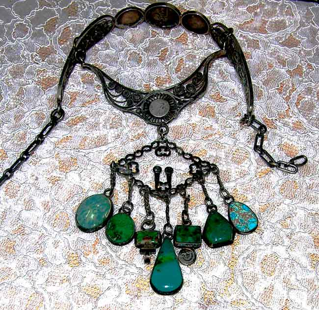 SILVER_NECKLACE_FLAT_TURQUOISE_FRONT_FOR_WEB_BEAD_FORUM.jpg (78.5 KB)