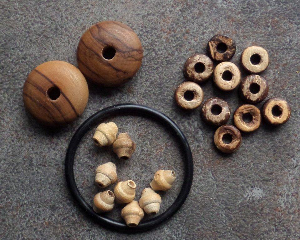 Wood_beads_001.jpg (140.9 KB)