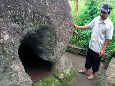 dolmen-nr-wringin.jpg (81.6 KB)