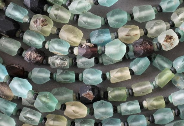 faceted_roman_glass_beads.jpg (178.6 KB)